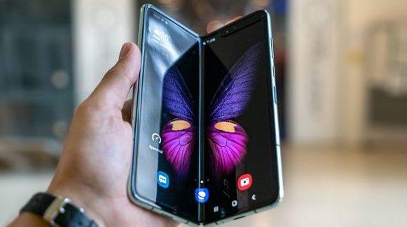 Samsung rivela il suo smartphone pieghevole